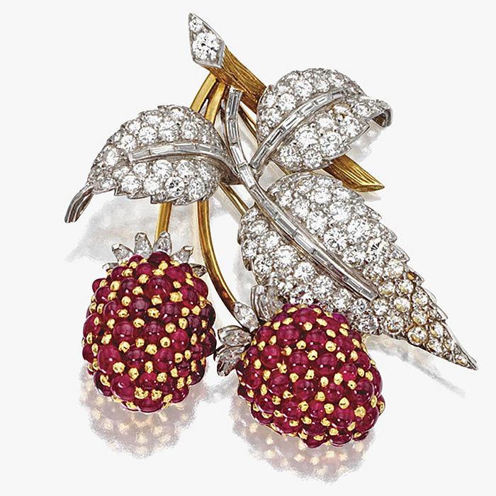 Очаровательная брошь с бриллиантами и рубинами