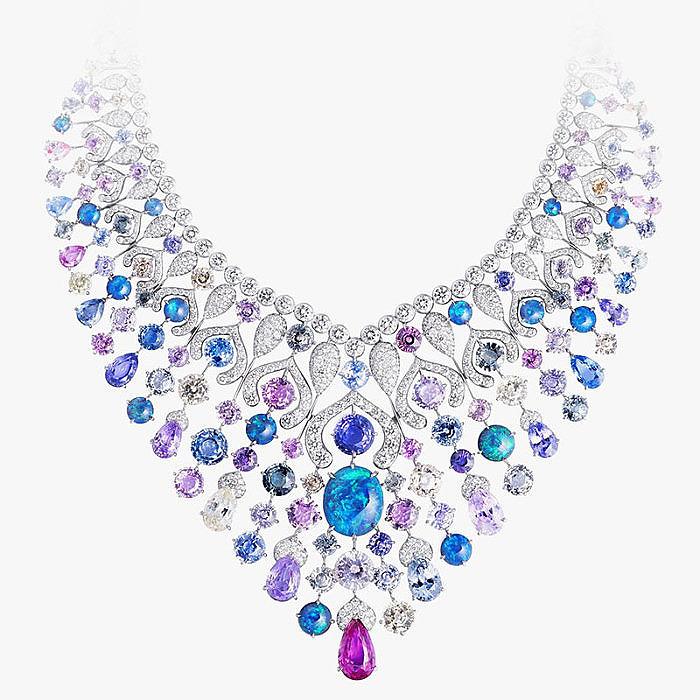 Колье от Fabergé с разноцветными сапфирами, опалами и бриллиантами