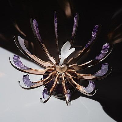 Яйцо Фаберже с фигуркой Дух Экстаза Rolls-Royce в раскрытом виде