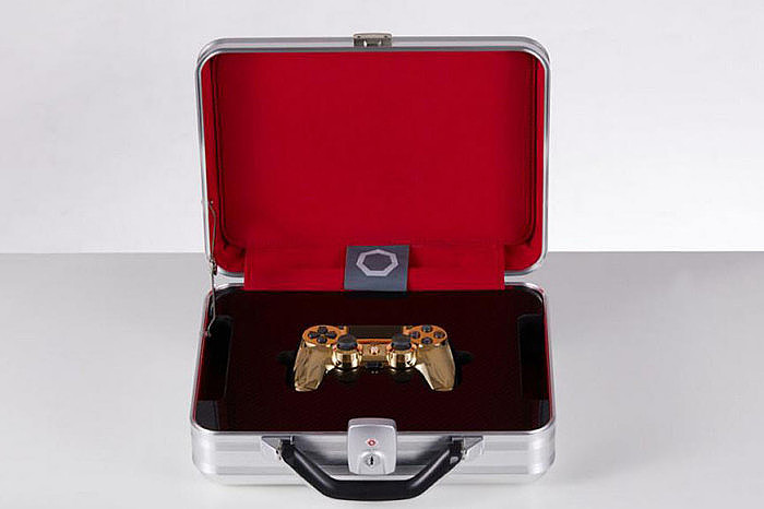 Контроллер Sony DualShock 4 в алюминиевом чемодане от Brikk