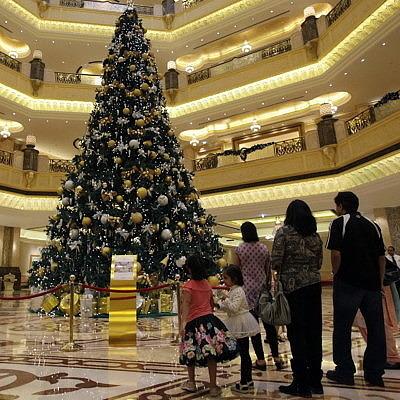 Самая дорогая рождественская ёлка украшена драгоценностями на 15 миллионов долларов