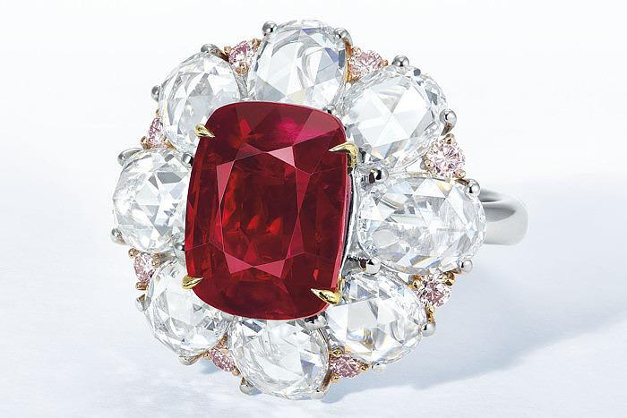 12-каратный голубой бриллиант появится на аукционе Christie's