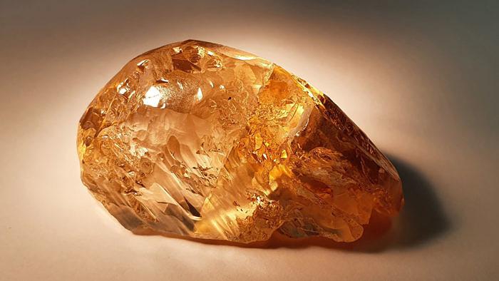 Алроса добыли крупнейший вРоссии цветной алмаз