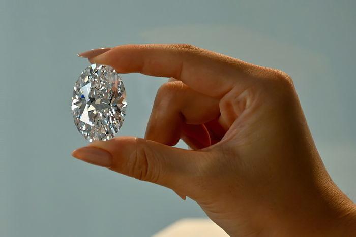 102-каратный бриллиант стал подарком для дочери
